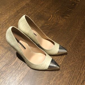 High heeled pumps